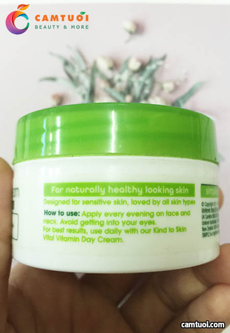 Review kem dưỡng ẩm ban đêm Simple Kind To Skin Vital Vitamin Night Cream
